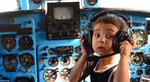 آموزش کودکان مهدکودک در هواپیما؛ روستاوی، گرجستان. (Vano Shlamov, AFP/Getty Images)