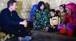 دیدار نخست وزیر انگلیس با خانواده پناهنده سوری؛ مرز سوریه و لبنان. (Stefan Rousseau/PA)