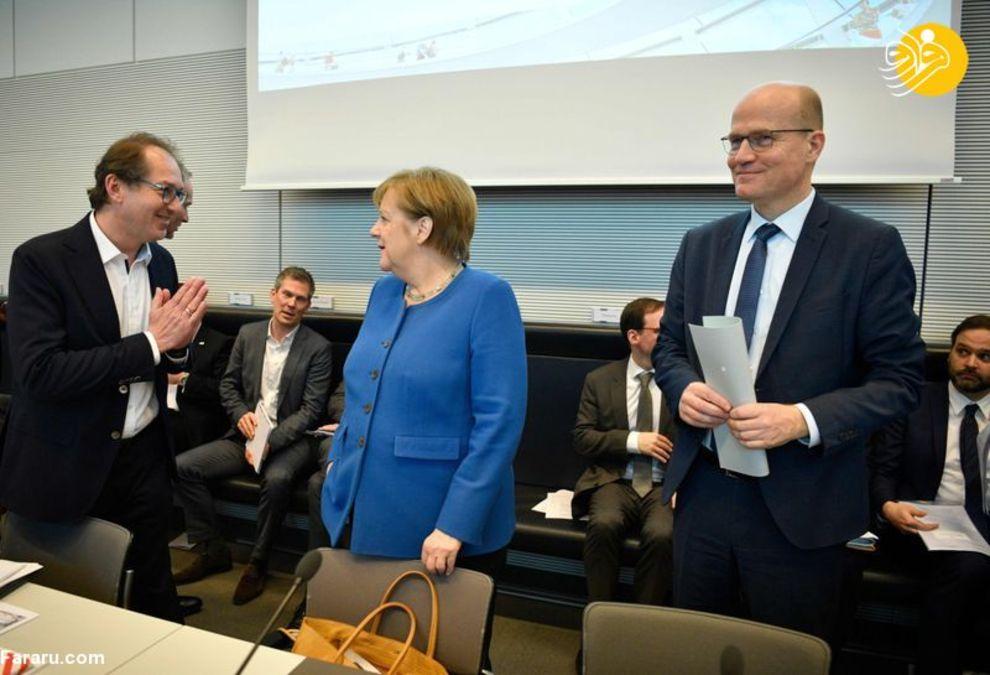 آنگلا مرکل صدراعظم آلمان و الکساندر دوبریندت سیاستمداران بلند پایه حزب سوسیال مسیحی آلمان