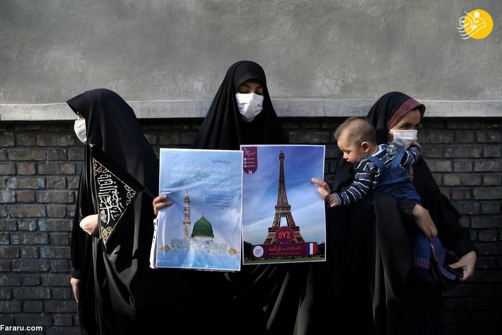 زنان ایرانی معترض به نشریه شارلی ابدو مقابل سفارت فرانسه/ عکس: Reuters