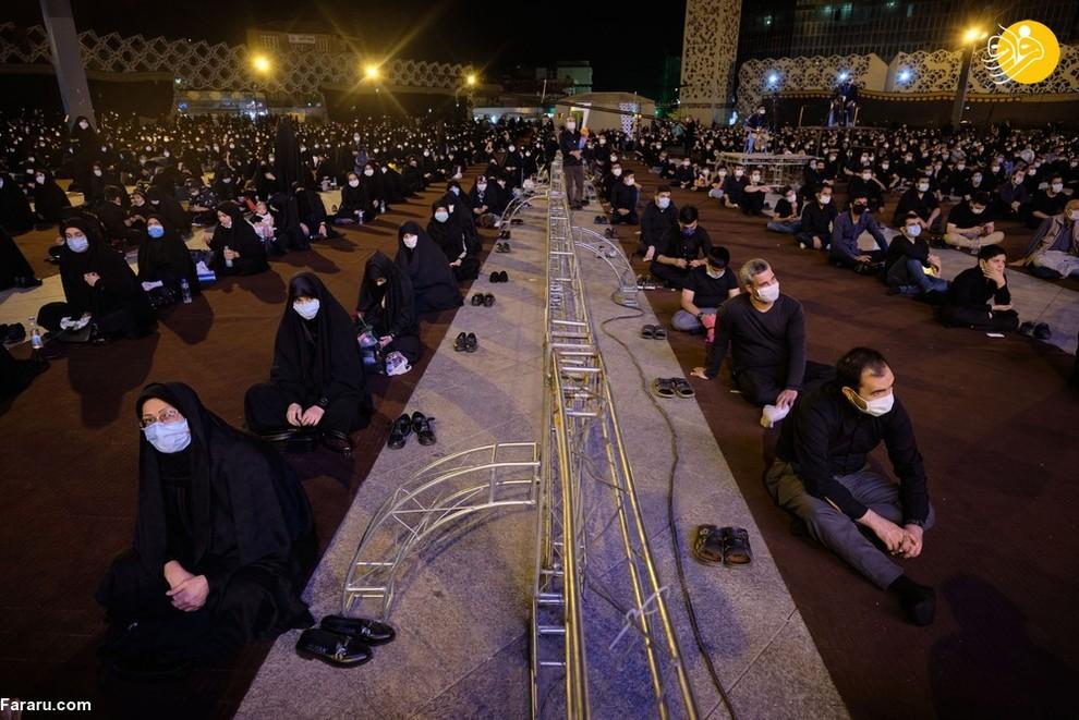 مردان و زنان ایرانی با ماسک در مراسم عزاداری شهادت امام حسین(ع) در جنوب تهران/ عکس: NurPhoto
