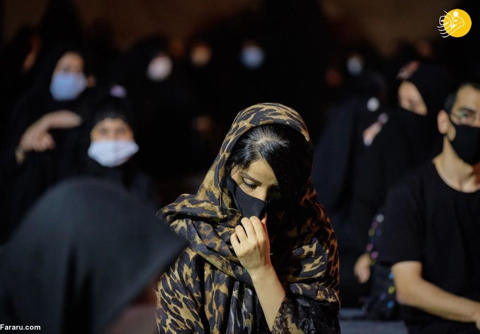 زن ایرانی شرکت کننده در مراسم عزاداری محرم در تهران/ NurPhoto