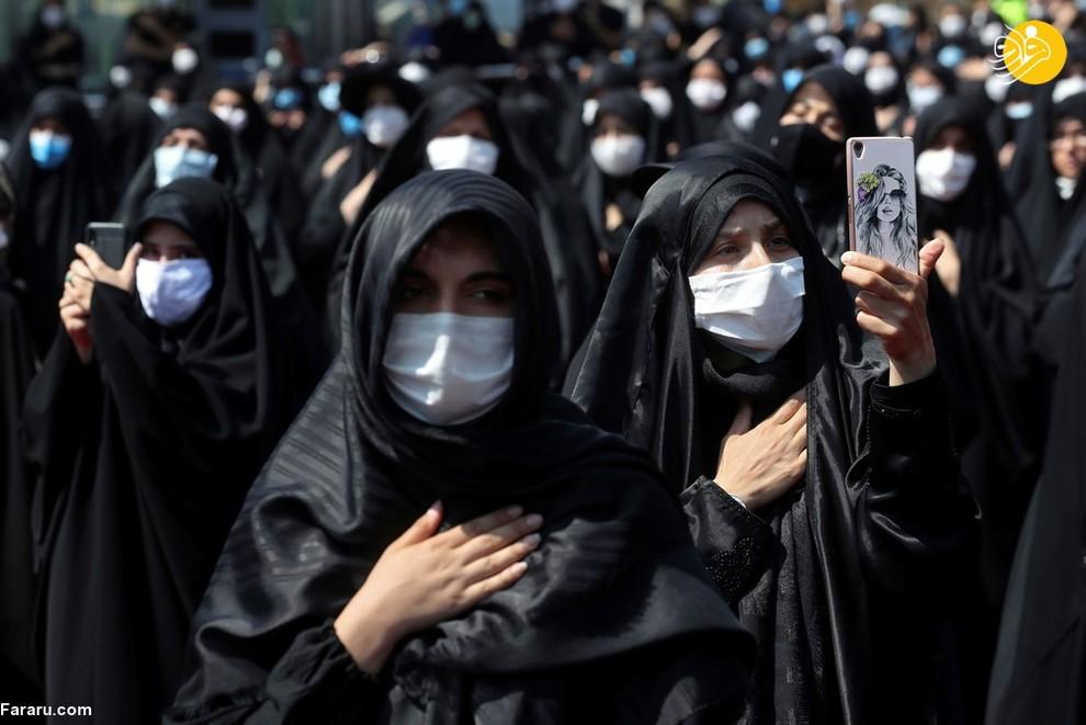 زنان ایرانی با ماسک در حال عزاداری محرم در امامزاده صالح تهران/ عکس: AP
