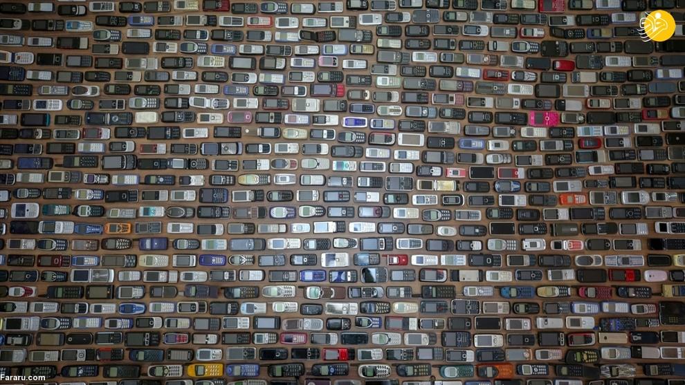 resized 792570 750 - مردی که ۱۰۰۰ موبایل در خانه دارد!/ عکسها
