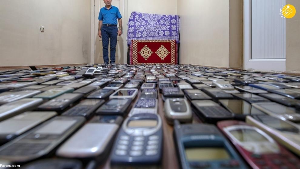 resized 792575 343 - مردی که ۱۰۰۰ موبایل در خانه دارد!/ عکسها
