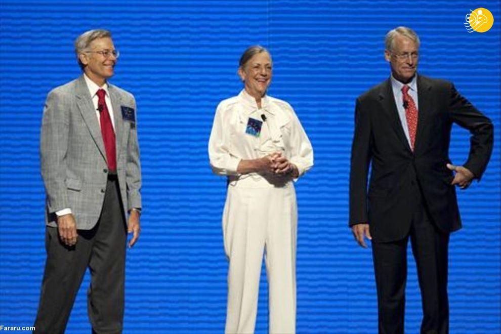 رابسون، جیمز  و آلیس فرزندان سام والتون، موسس فروشگاه زنجیرهای والمارت هستند. دارایی رابسون ۹/ ۶۳ میلیارد دلار، جمیز ۷/ ۶۳ میلیارد دلار و آلیس ۵/ ۶۳ میلیارد دلار است.