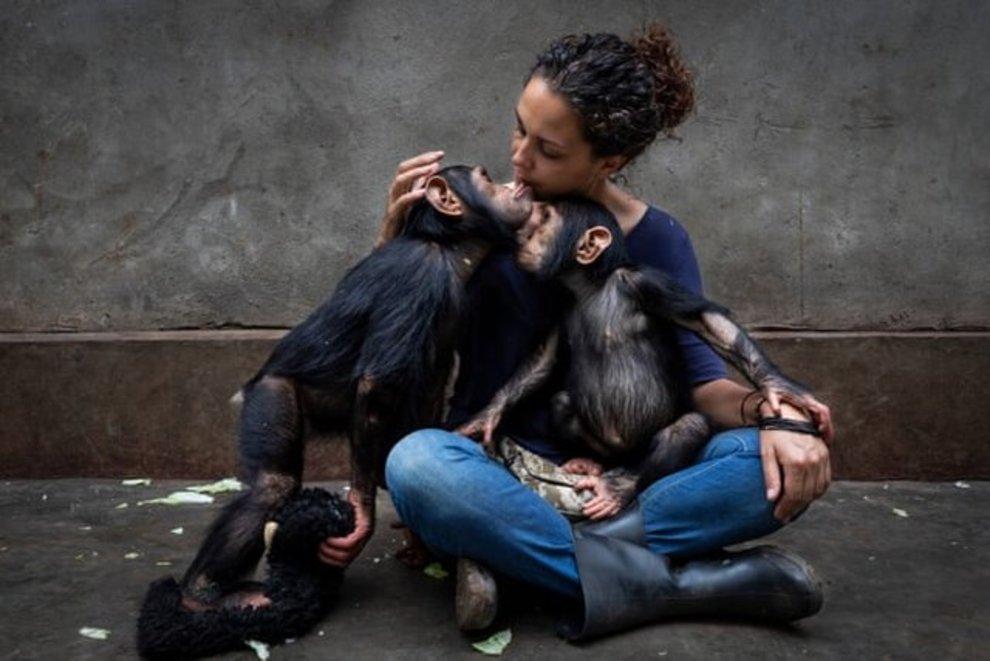 «ارتباط تسکیندهنده» اثر «برنت استیرتون» / برنده بخش عکس خبری داستانی
