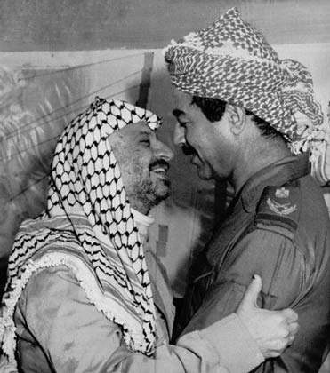 در آغوش صدام حسین