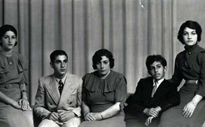 از چپ: شمس پهلوی، محمدرضا پهلوی، تاجالملوك پهلوی، علیرضا پهلوی و اشرف پهلوی