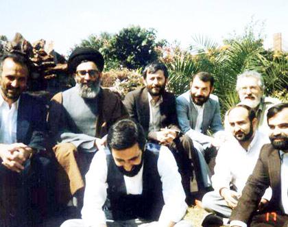 در کنار آیت الله خامنهای رئیس جمهور وقت