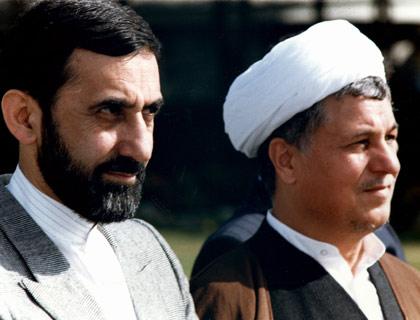 در کنار هاشمی رفسنجانی، رئیس جمهور وقت