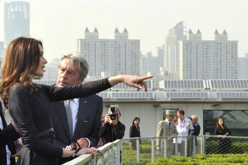 تصاویر آلن دلون همراه کارلا برونی و سارکوزی در چین!